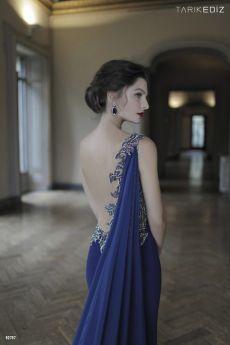 гол гръб, официална рокля, бални рокли, абитуриенска рокля Tarik Ediz Be Queen бутик София